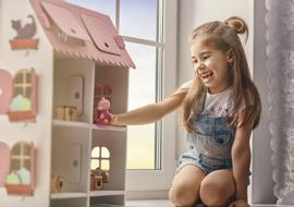 La maison de poupée, pour s'inventer un monde idéal.