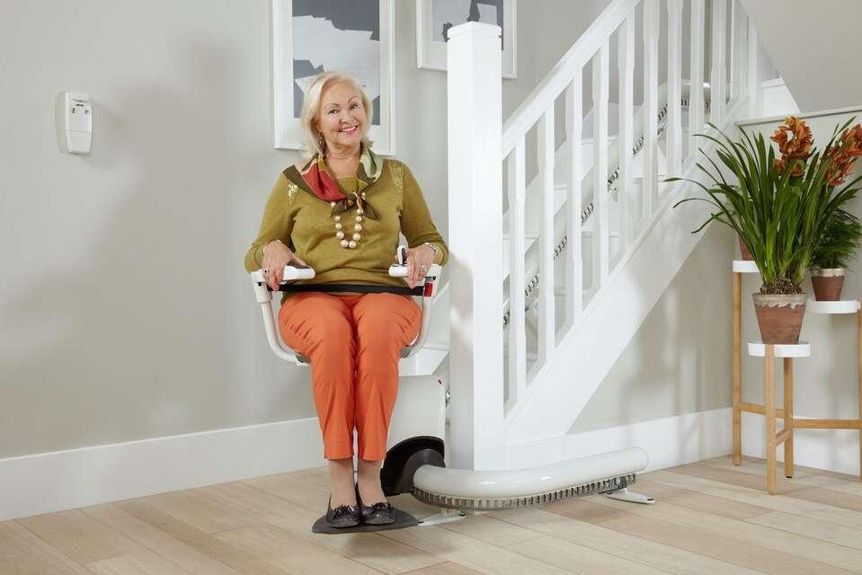Le monte-escalier, un excellent choix pour le confort des personnes âgées
