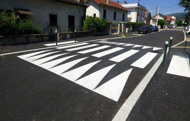 Quelles normes de sécurité pour les ralentisseurs de voie urbaine?