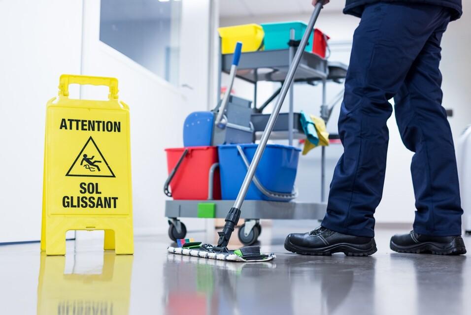 Le chariot de ménage, indispensable pour faciliter le nettoyage